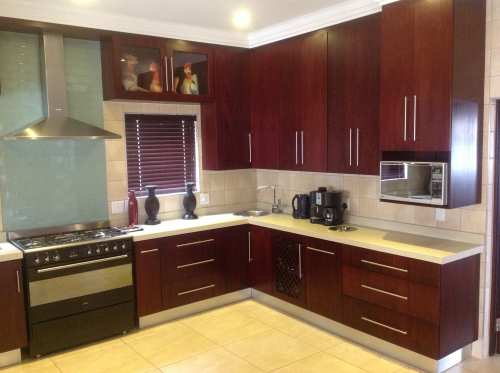 Afrikitchens pretoria kitchens cupboards wardrobes for Kitchen designs pretoria